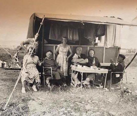 Camping-2-Camille-Renaullt-et-Vitalis